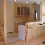赤松の床と対面キッチン