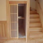 赤松の階段と桐の階段下収納