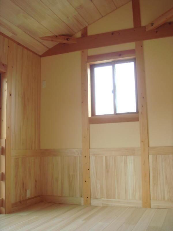 桐の床・壁・天井と珪藻土の壁